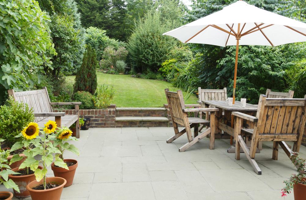Comment décorer sa terrasse avec des meubles de jardin